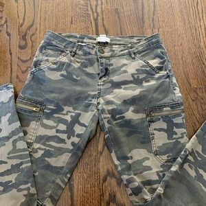 Forever 21 Camo skinny pants